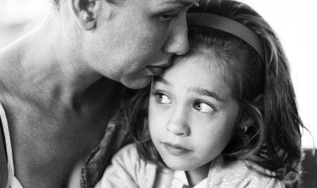 Το παιδί σας είναι αγχωμένο; Πείτε του αυτές τις φράσεις για να το κάνετε να ηρεμήσει